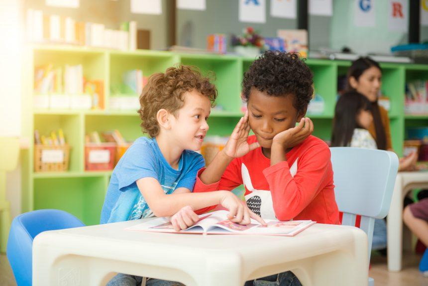 10 Razões para seu filho estudar outra língua imediatamente!